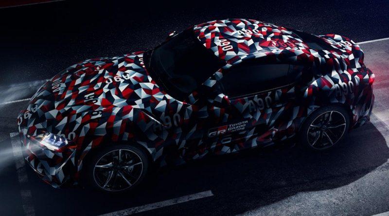 Toyota: maskování Supry jako vánoční papír