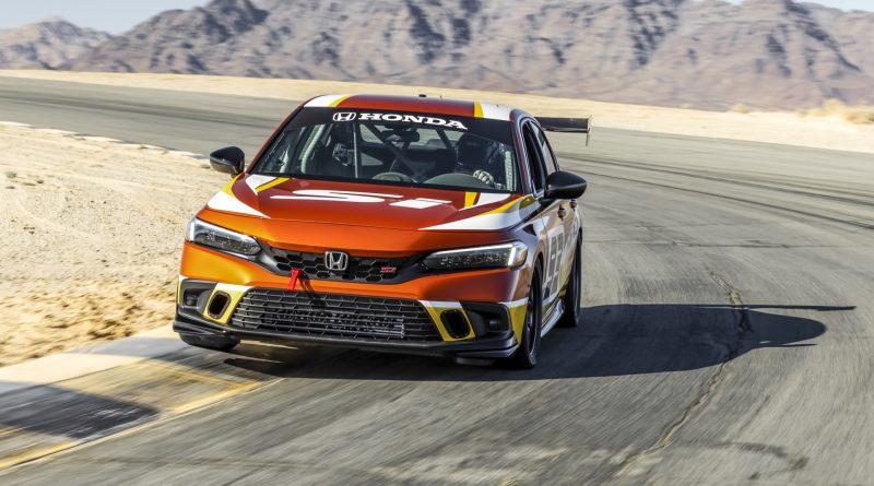 SEMA 2021: třikrát Honda Civic Si – dva závoďáky a originální doplňky